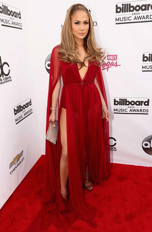 fb2701bb5396 Jennifer Lopez Looks Stunning in Donna Karan - FashionWindows Network